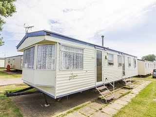 California Cliffs Eagle 50011a - Close to the pool, Great Yarmouth