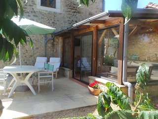 Chez Mondy Gite with Pool & Hot tub