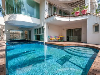 Phenomenal Villa near to the Beach, Herzliya