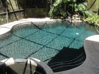 4/3 Tropical Hideway island pool home, sleeps 8, Melbourne Beach