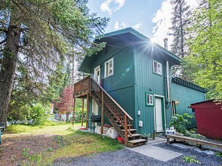 NEW! Seward Studio w/Serene Mountain Views!