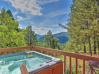 'Horseshoe Lodge' Divide Cabin w/Seasonal Hot Tub!