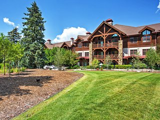 Cozy Avon Lodge Condo at Mtn Base w/Hot Tub & Pool