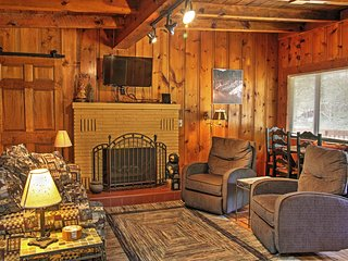 Charming Cloudcroft Cabin w/ Forest Views & Deck!