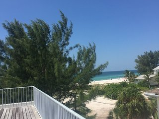 90 steps to the Beach! $995 Oct. & Dec.., Holmes Beach