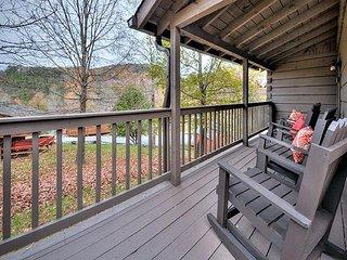 Honey Bear Hollow - Country Pines Resort (3)
