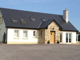 Relax at the new cosy Berdie House - 2 Double Guest rooms available, Ballina