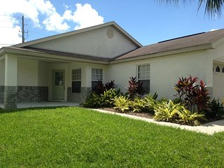 Minutes to Disney Vacation Rental Home!!, Kissimmee