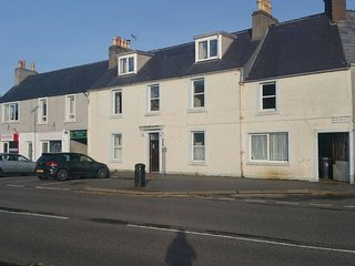 Modern 2 bedroom flat in town centre, Stornoway
