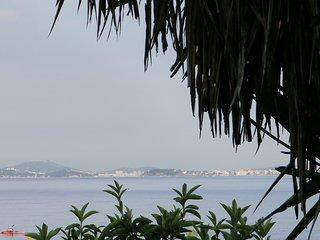 Maison pieds dans l'eau,acces direct plage, Le Pradet