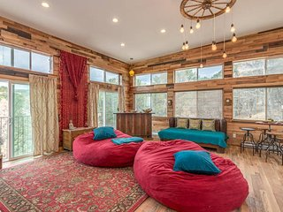 Sky Lodge/ 4000 feet of pure luxury / sleeps 12, Santa Fe