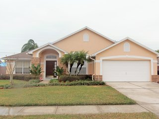 Spacious and charming 3 bed pool home, Kissimmee