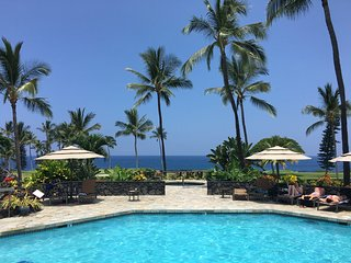 Kona Coast Resort,  Beautiful Resort, Golf course separates you from the ocean