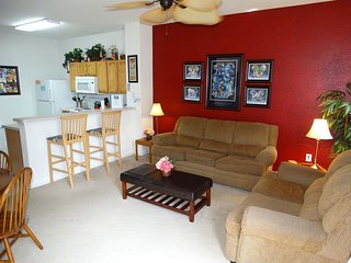 Windsor Hills South Facing Pool Private End Unit Disney Decorated Townhouse! ~ RA86556, Kissimmee