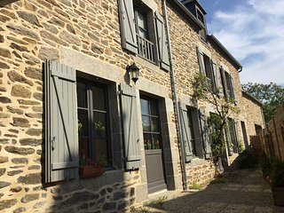 Lodging in typical renovated farmhouse, Côtes-d'Armor