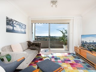Sleek & Scenic Views Bright Airy w/Free Parking, Cammeray