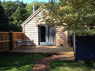 The Hideaway, Rustic forest cabin., Wareham