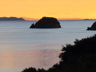 Sea views, walk to secluded  beach, kayak, fishing, Coromandel