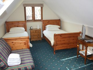 Alnwick Lodge rm 3 - twin bedroom, Cowley