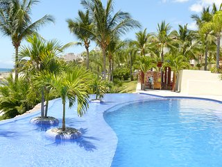 Stylish Private luxury 2 bed condo,8 pools,Buceria