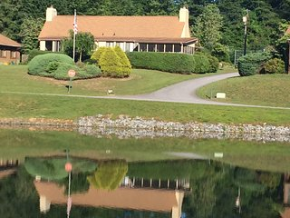A Place at the Lake Hendersonville, NC 2 Br 2Ba