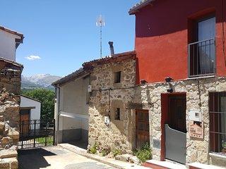 El Loboratorio Rural (La Sonrisa del Aire), Casas del Abad