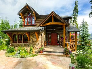 Elegant Chalet with Hot Tub, Privacy and Large Deck - Perfect for Families!