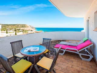 2 Bed Top Floor Apt With Panoramic Sea Views, Luz