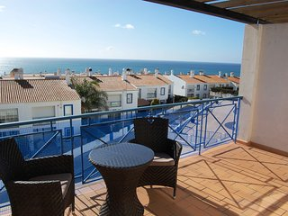 3 Bedroom House With Breathtaking Sea Views, Luz