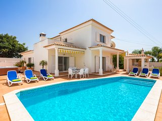 Lovely 3 Bed Villa With Pool & Jacuzzi, Carvoeiro