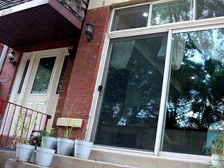 Neighborhood Feel with Urban Amenities, Chicago