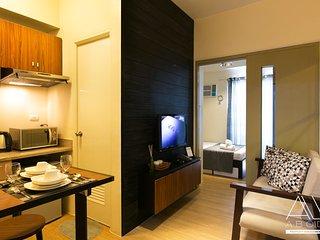 Chic Industrial design 1-Bedroom w/ balcony
