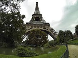Nid d'amour a 2 pas de la Tour Eiffel