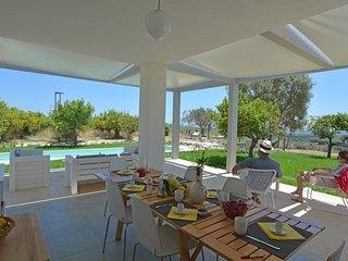 Villa Luxury Papeda-Vista mare con Piscina, Noto