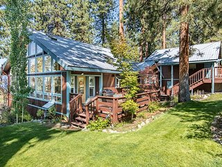 Tahoe Charm with Lake Views and Access to a Private Beach, Zephyr Cove