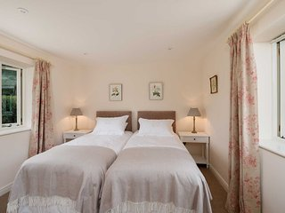 LUXURY  5* GOLD  AWARD 4 bed/bath ensuite self catering accommodation in Dorset.