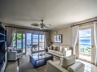 Luxurious Beachfront Apartment, Paynes Bay
