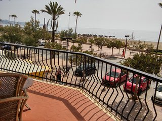 Spacious front beach apartment with stunning views, Fuengirola