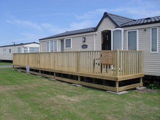 PLATINUM GRADE 6 BERTH CARAVAN WATERSIDE LEISURE