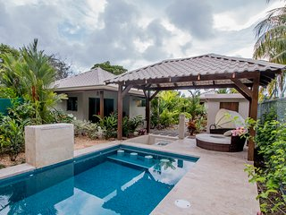 J5 Luxury Villa 2 Bdrm walk to the Beach, Uvita