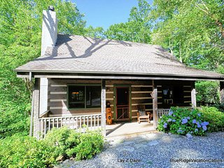Cozy Guest Favorite Cabin*HotTub*PoolTable*Fireplc, Seven Devils