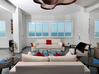 NEW OCEAN FRONT 2500sqf 3Bedrooms 3 1/2Bathroom 6 Guests with daily MAID service, Río de Janeiro