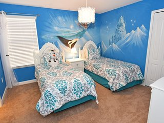 Home near Disney w/ Clubhouse Water Park, Gym, Business Center & Golf Course