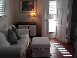 MANGO TREE COTTAGE - VIGIE - OWNER DIRECT, Castries