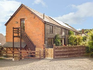 ASH BARN, semi-detached barn, woodburner, pet-friendly, WiFi, large garden, Montgomery, Ref 941556