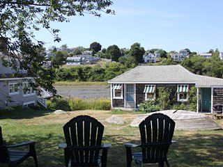 Waterfront Cottage with Private Beach Access, Ipswich