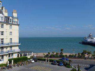 Pier Walk - 3rd floor flat with sea views, Eastbourne