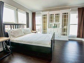 Spacious and Bright 2 Bedroom Home in Marina Del Ray, Marina del Rey