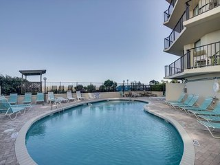 Beautifully Decorated and Well Kept oceanfront condo sleeps 6