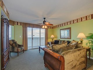 Luxury DIRECT oceanfront condo, great location & amenities